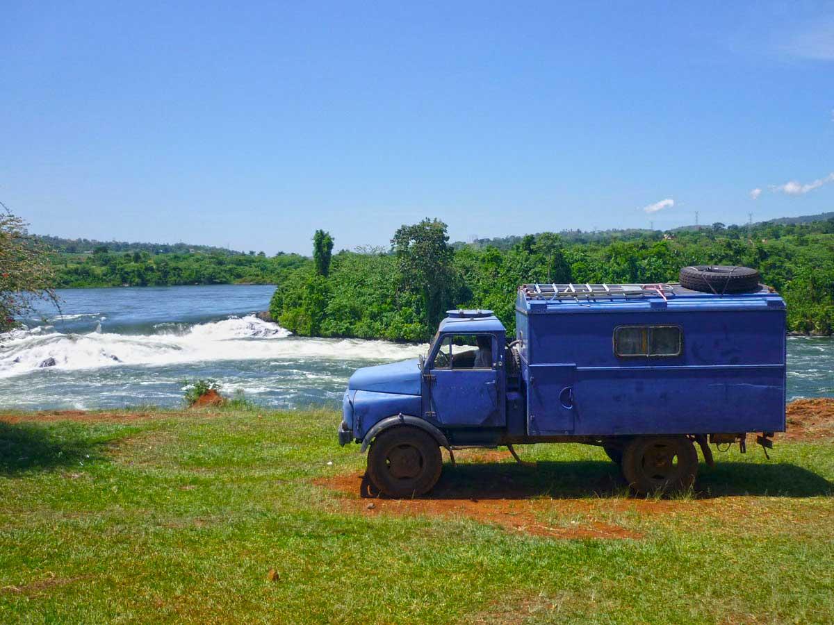 AN den Bujagali Wasserfällen in Uganda