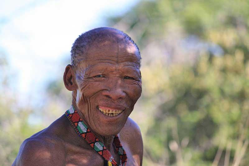 Bewegende Begegnung mit Buschmännern in Namibia